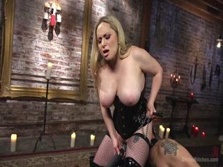 Порно видео с блондинкой-фигуристой