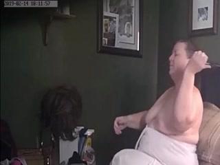 Зрелая толстая баба показывает большие титька в порно онлайн
