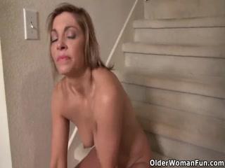 Ретро порно видео с участием зрелых дамочек которые любят мастурби
