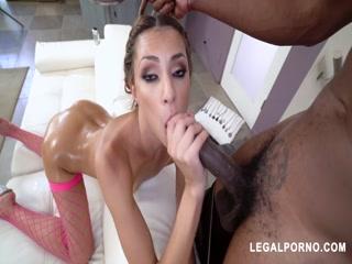 Порно кастинг с молодой девушкой и двумя мужиками